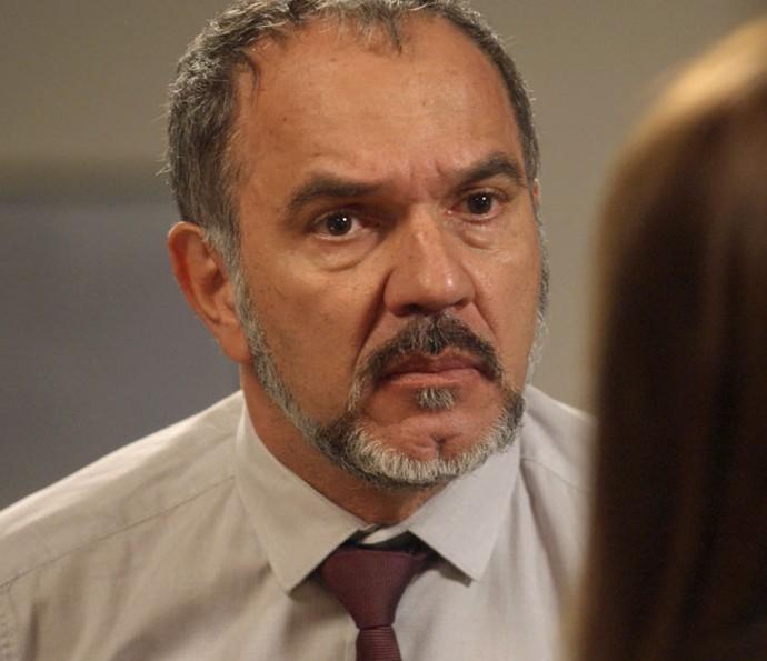 Germano não mede as palavras em discussão com Lili (Foto: TV Globo)