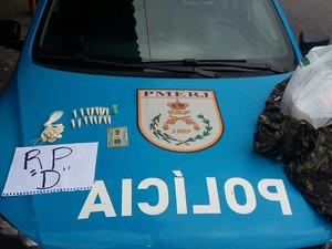Drogas estavam escondidas na casa de suspeito (Foto: Divulgação/Polícia Militar)