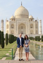 Kate Middleton e Príncipe William visitam o Taj Mahal, na Índia