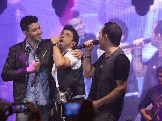 Gusttavo Lima canta com Zezé Di Camargo e Luciano em show em São Paulo (Foto: Leo Franco/ Ag. News)