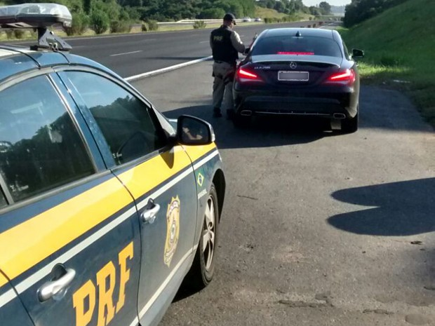 Motorista foi flagrado a 201 km/h (Foto: Polícia Rodoviária Federal/Divulgação)