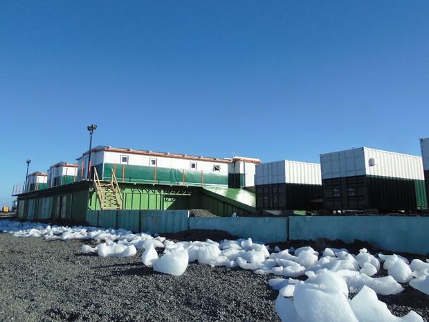 Módulos emergenciais foram construídos na Antártica para abrigar cientistas e militares (Foto: Divulgação/Marinha do Brasil)