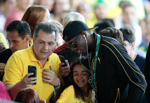 Usain Bolt dá festa em avião particular a caminho de