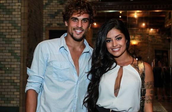 Felipe com a namorada, Aline:  (Foto: Ag News)