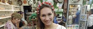 Tiara de flores é a 'queridinha' das mulheres na Oktoberfest de SC (Mariana de Ávila/G1)