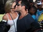 Mirella Santos e Ceará se beijam antes de subir no trio de Ivete