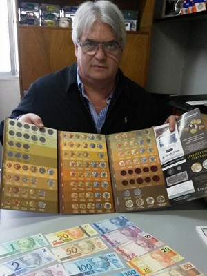 O colecionador e vendedor Claudio Amato (Foto: Gabriela Gasparin/G1)