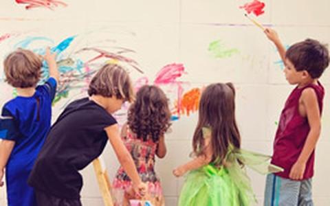 Sucesso entre os pais, festa infantil com oficinas divertidas faz a alegria das crianças