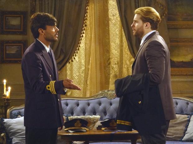 Edgar e capitão combinam plano para o advogado se infiltrar no quartel (Foto: Lado a Lado/TV Globo)