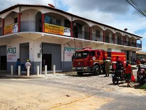 Corpo de Bombeiros foi acionado e conseguiu conter o fogo (Foto: Daniel Santos/Proparnaiba)