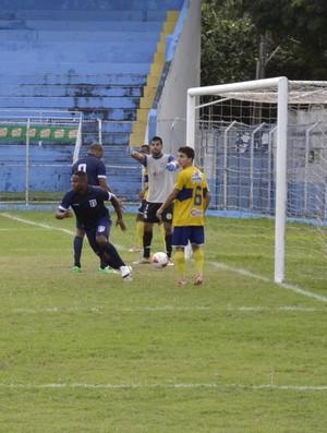 Meia Joelson comemora primeiro gol do Espírito Santo (Foto: Sidney Magno Novo/GloboEsporte.com)