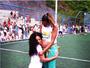 Grávida, Roberta Rodrigues ganha abraço de Cris Vianna