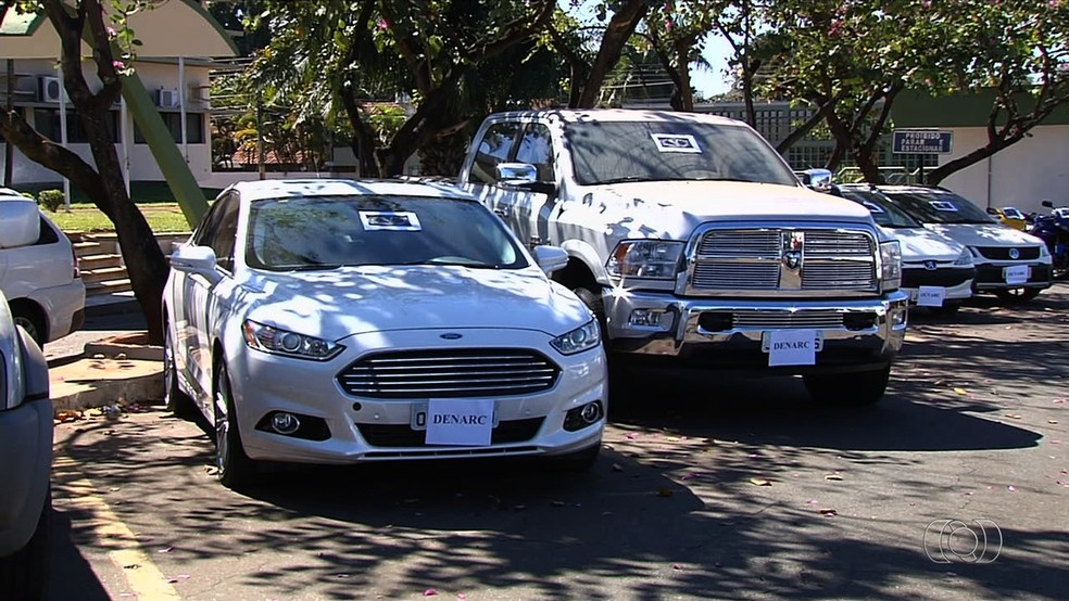Grupo de Marcelo Zói Verde ostentava com carros de luxo (Foto: Reprodução/TV Anhanguera)