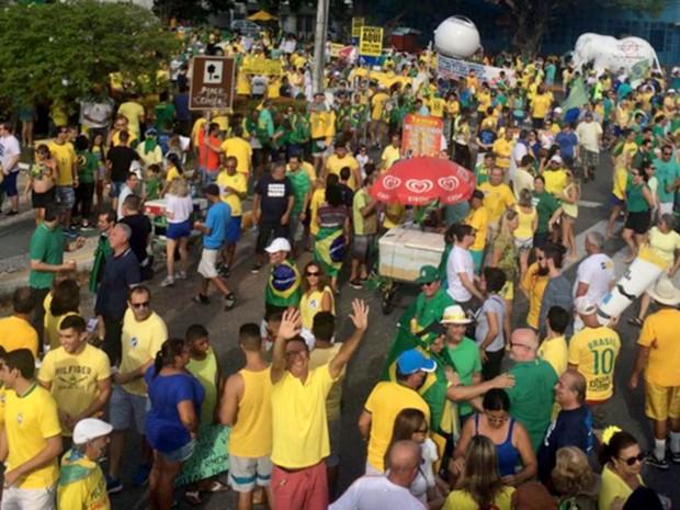 Às 15h45, os organizadores estimaram em 10 mil pessoas no ato em Natal (Foto: Renato Vasconcelos/G1)