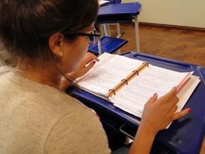 Ana Luiza Mendonça diz se sentir melhor no ensino médio público (Foto: Pedro Cunha/G1)
