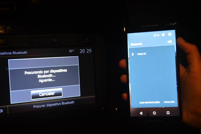 Aproxime o smartphone do rádio para conectar o Bluetooth (Carol Danelli/TechTudo)
