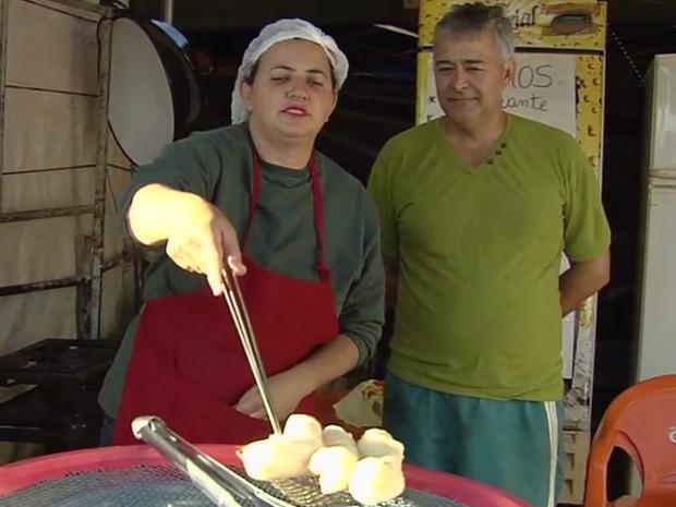 Comerciantes aproveitam movimento da Festa do Divino em Trindade Goiás (Foto: Reprodução/ TV Anhanguera)