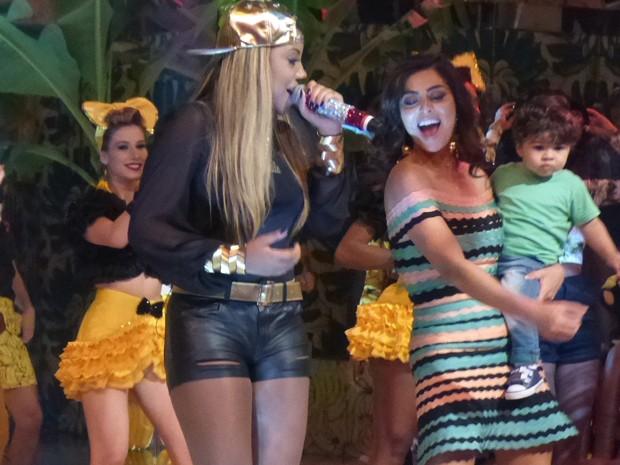 Ludmilla canta 'Hoje' e empolga Juliana Paes (Foto: Fábio Rosso/ Gshow)