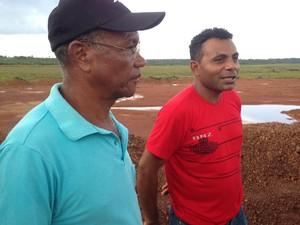 Timóteo e José de Ribamar, ex-moradores da área (Foto: Clarissa Carramilo/G1)