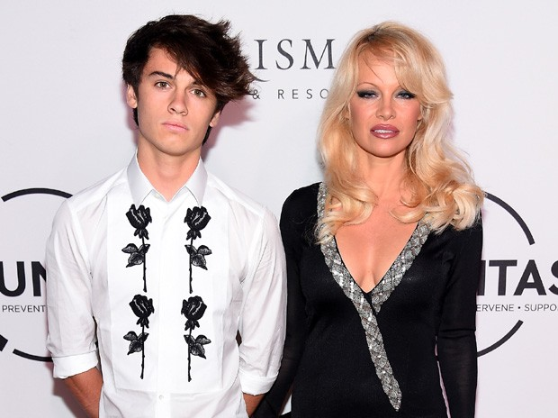 Dylan Jagger Lee e a mãe, Pamela Anderson (Foto: Michael Loccisano/Getty Images)