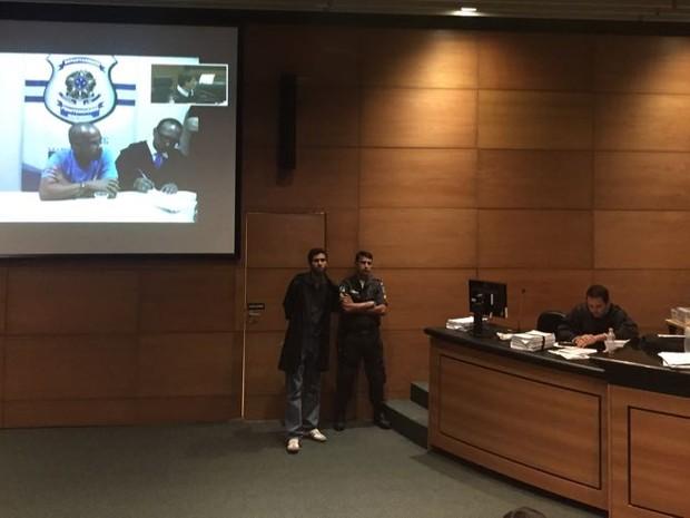 Fernandinho Beira-Mar é julgado via videoconferência (Foto: Henrique Coelho/G1)