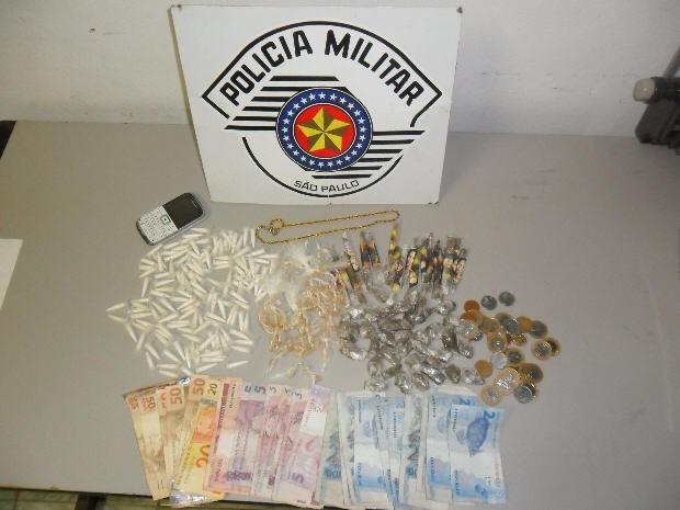 Polícia em Itanhaém apreende drogas e dinheiro (Foto: Divulgação / Força Tática da Polícia Militar)