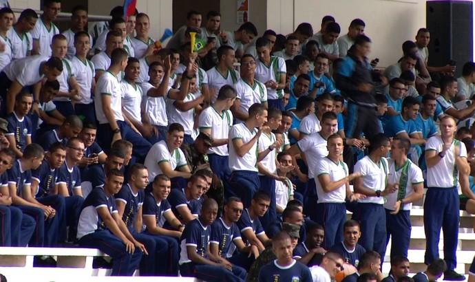 Quem não está competindo fica na torcida pelos companheiros (Foto: Reprodução/TV Rio Sul)