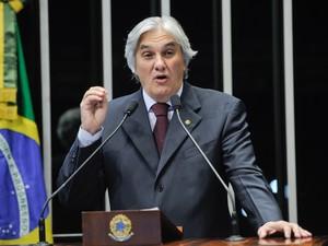 24/10/2013 - Senador Delcídio do Amaral (PT-MS) durante discurso na tribuna do Senado (Foto: Pedro França/Agência Senado/Arquivo)