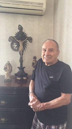 Stênio Garcia no altar da casa do cunhado (Foto: Arquivo pessoal)