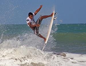 Elivelton Santos, da Paraíba, foi campeão do Circuito Surf Kids, em Natal (Foto: Rogério Vital/Divulgação)