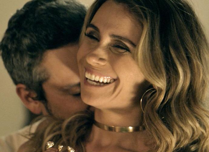 Atena seduz o ex-vereador (Foto: TV Globo)