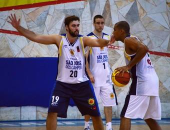 Gabriel Aguirre São José Basquete (Foto: Danilo Sardinha/GloboEsporte.com)