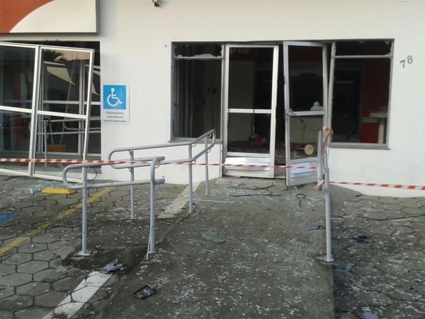 Agência em Massaranduba foi destruída pela ação (Foto: PM/Divulgação)