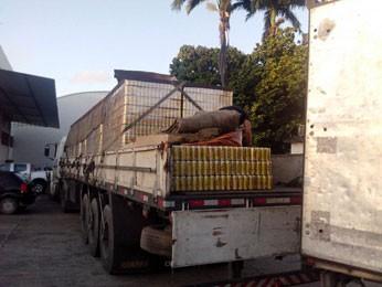 Caminhão com carga de cerveja é recuperado em Jaboatão, PE (Foto: Divulgação / Polícia Civil)