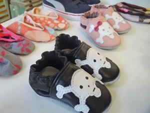 Sapatilhas com caveiras e estampa de oncinha estão na moda (Foto: Mais Você / TV Globo)