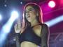 Anitta arrasa com corpaço e muito rebolado em show com Nego do Borel