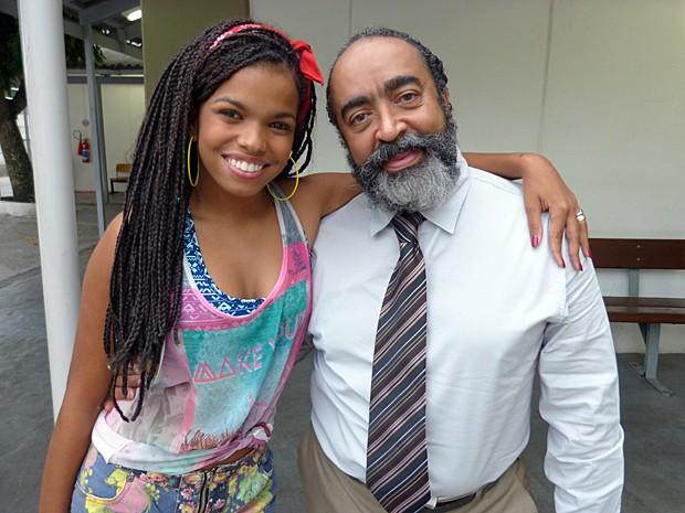 Ademir de Souza com sua filhota na ficção, Jeniffer Nascimento (Foto: Malhação / Gshow)
