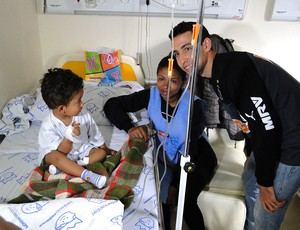 Fillipe Soutto visita hospital time Atlético-MG (Foto: Léo Simonini)