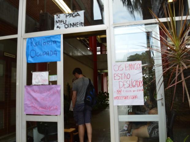 Expediente da reitoria foi interrompido nesta segunda-feira (7) (Foto: Mariana Carvalho/ G1)