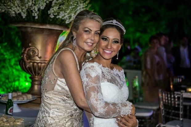 Mayra Cardi com a sogra, Cris Figueroa (Foto: Fabio Nunes/Divulgação)