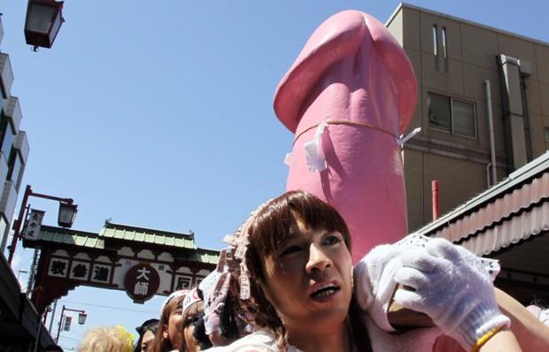 Festival japonês celebra a primavera e a fertilidade (Foto: Rie Ishii/AFP)