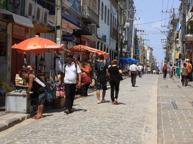 os estabelecimentos comerciais de São Luís deverão permanecer de portas fechadas no domingo, segunda e terça-feira (Foto: Biné Moraes / O Estado)