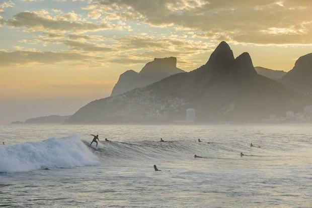 O surfe brasileiro tem muita histria para contar (Foto: Shutterstock / vitormarigo)