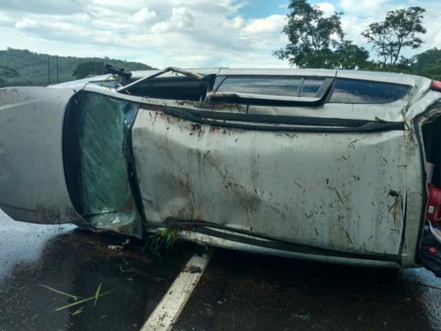Bebê de três meses morre após capotamento na BR-153 em Piracanjuba Goiás (Foto: Divulgação/PRF)