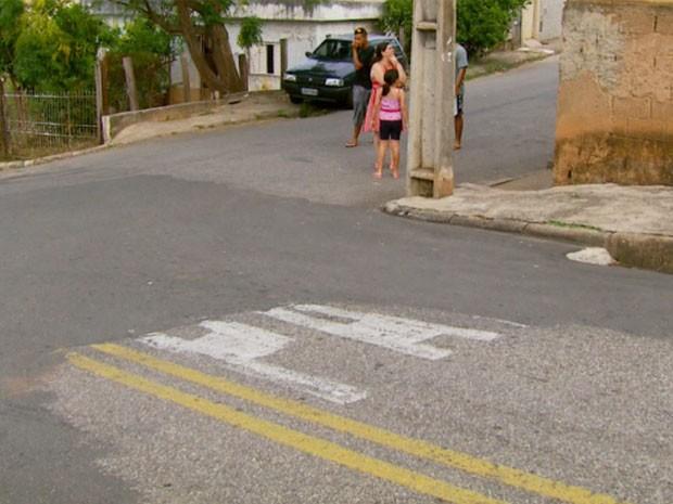 """Motociclista não teria respeitado sinal de """"Pare"""", segundo testemunhas. (Foto: Reprodução EPTV / Devanir Gino)"""