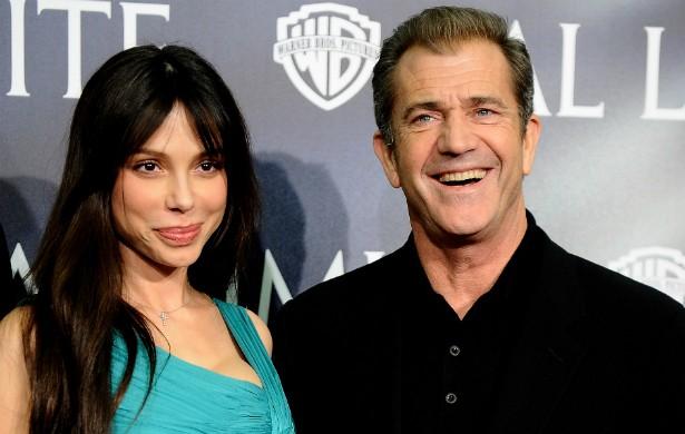 Em 2011, Mel Gibson não negou ter agredido a ex-esposa, a pianista russa Oksana Grigorieva, no ano anterior. O ator foi condenado a três anos de liberdade condicional e a fazer terapia, até que, em 2014, um juiz de Los Angeles revogou a pena porque o ator finalmente decidiu apresentar provas que o defendessem da acusação. (Foto: Getty Images)