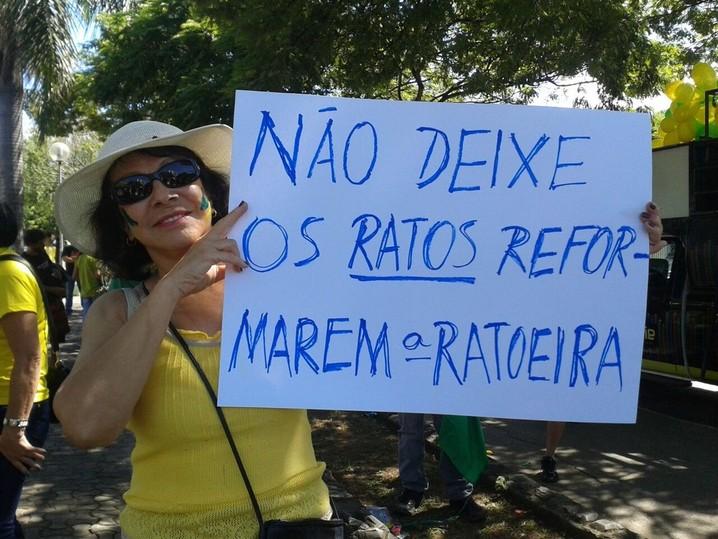 Em Montes Claros (MG), cerca de 500 pessoas compareceram ao protesto na manhã deste domingo (12)