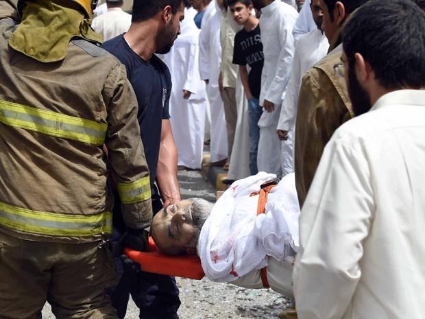 Explosão em mesquita xiita Al-Imam al-Sadeq deixou dezenas de mortos. Estado Islâmico reivindicou autoria do ataque (Foto: AP)