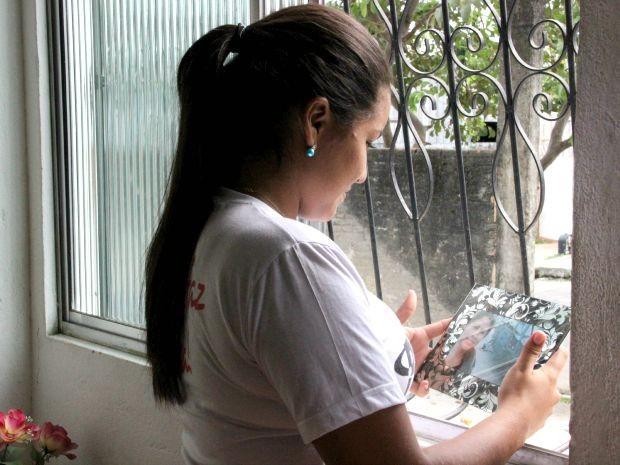 Natalya Sacramento perdeu mãe aos 16 anos (Foto: Marcos Lima/Rede Amazônica)