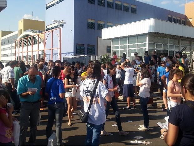 Candidatos da 1ª fase da Unicamp deixam local de prova em Campinas (Foto: Fernando Pacífico / G1 Campinas)